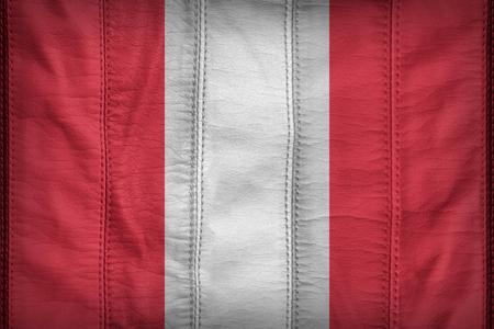 banderas america: Perú patrón de bandera en la textura de cuero sintético
