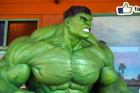 avenger: Ayuttaya, Tailandia-DE SEPTIEMBRE DE 10, 2016: El modelo de Hulk en el mercado flotante Thung Bua Chom