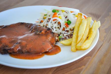 hipotesis: filete a la plancha con ensalada y patatas fritas