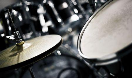 cymbol: Cymbol and drums
