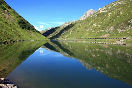 Lake in front of a wonderful mountain scenery Stock Photo - 4576399