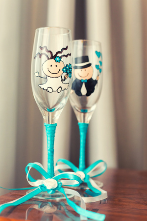 wed beauty: the wedding glasses decorated with drawing and a blue tape