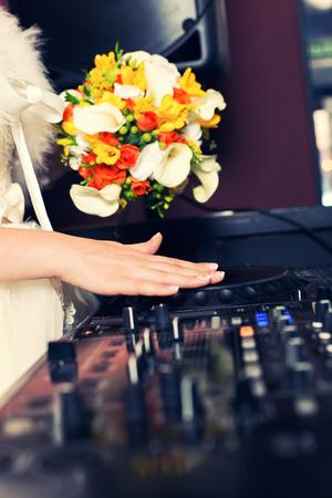 신부 결혼식에서 DJ 스톡 콘텐츠