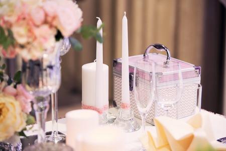 luxury violet wedding decor with flowers at presidium the newlywed Stock Photo