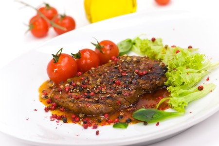 grilled peppercorn-steak with tomato,lettuce
