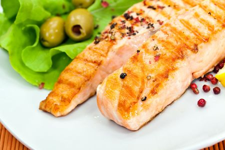 grilled salmon with lettuce photo