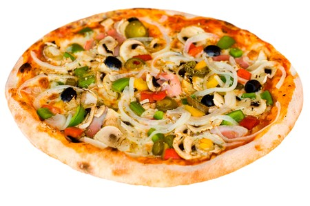 pizza: Grande de parte de Pizza salami, setas y aislados de vegetales en profundidad de campo blanco, superficial  Foto de archivo