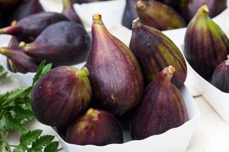 market place: fresh figs on the market place