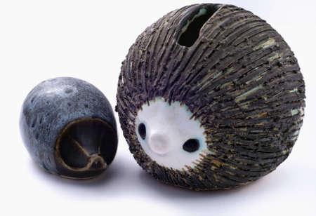 Twee pot egels geïsoleerd op wit. Stockfoto