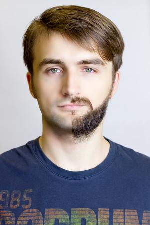 Antes y después de. Cierre de vista. barba del hombre. Diferencia Foto de archivo