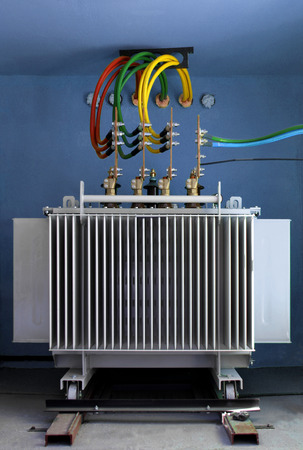 Three phase high voltage power transformer