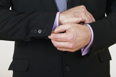 1 person: Close up de hombre de negocios ajustando sus gemelos, hombre adulto de mediana edad, 40-49 a�os, Europeo, 1 persona