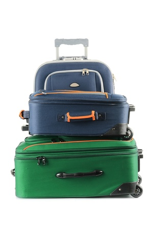 suitcases: Bagage bestaande uit grote koffers op wit wordt geïsoleerd