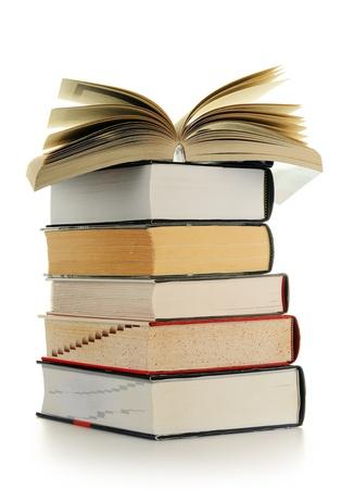translate: Composici�n con libros sobre la mesa aislados en blanco