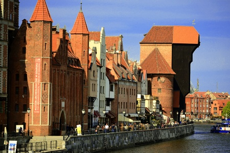 szeroka: The medieval port crane Zuraw over Motlawa river in center of Gdansk, Poland