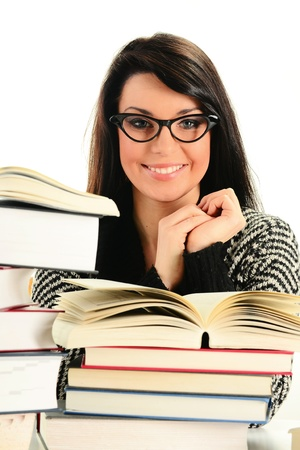 gafas de lectura: Joven con libros aislados en blanco. Aprendizaje de los estudiantes femeninos