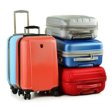 bagage: Bagages compos� de valises isol�s sur fond blanc