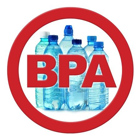 powszechnie: anty bisfenolu A (BPA) znak z powszechnie stosowanymi poliwÄ™glanowych butelek plastikowych wody mineralnej Zdjęcie Seryjne