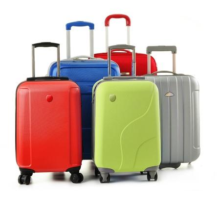 suitcases: Bagage die bestaat uit polycarbonaat koffers op wit wordt geïsoleerd Stockfoto