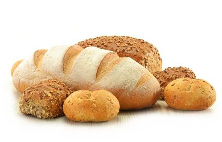 comiendo pan: Composici�n con pan y bollos aislados en blanco Foto de archivo