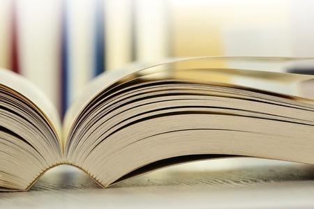 literatura: Composici�n de libros sobre la mesa Foto de archivo