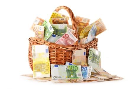 european union currency: Composici�n con billetes en euros en la cesta de mimbre de moneda de la Uni�n Europea