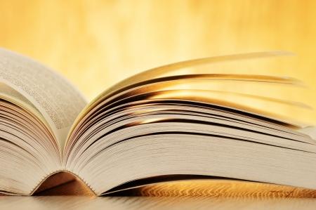 Composition avec le livre sur la table Banque d'images