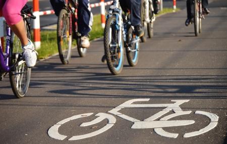señal transito: Bicicleta señal de tráfico en el asfalto