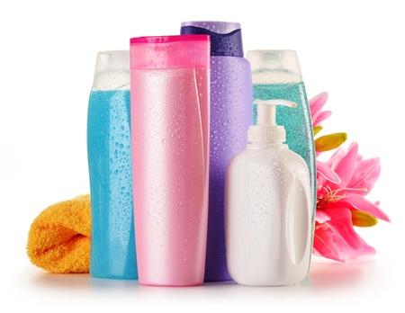 productos quimicos: Composición con botellas de plástico de cuidado corporal y productos de belleza