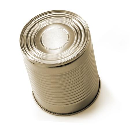 processed food: Tin pu� isolato su sfondo bianco. Alimenti trasformati