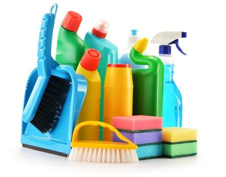 lavar platos: Botellas de detergente aislados en blanco suministros de limpieza química aislada en blanco