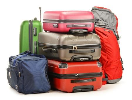 bagage: Bagagerie sac � dos compos� de grandes valises et un sac de voyage isol� sur blanc
