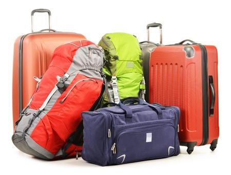 suitcases: Bagage bestaande uit grote koffers rugzakken en reistas op wit wordt geïsoleerd Stockfoto