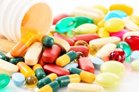 Composici?on variedad de pastillas de medicamentos y suplementos diet?cos