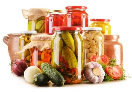 Compositie met potten ingemaakte groenten. Gemarineerde voedsel Stockfoto