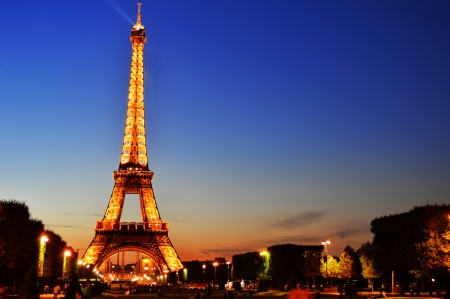 eiffel tower: The Eiffel Tower in Paris, France in the night