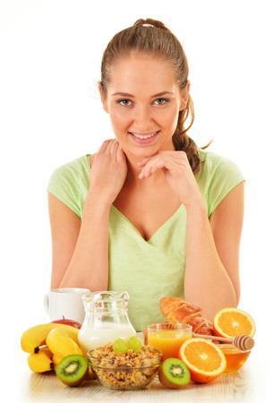 alimentacion balanceada: Mujer joven que desayuna Dieta equilibrada Foto de archivo