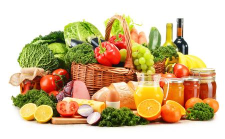 Variété de produits d'épicerie biologiques isolés sur fond blanc Banque d'images