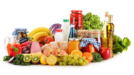 Komposition mit Vielzahl von Lebensmittelprodukten getrennt auf Weiß Standard-Bild - 25073629