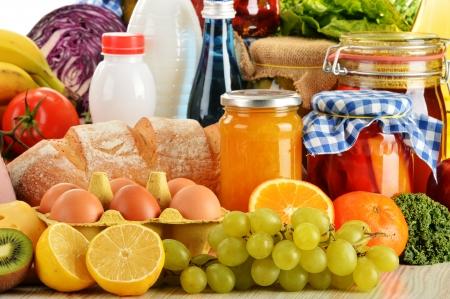 Komposition mit Vielzahl von Lebensmittelprodukten Standard-Bild - 25073630
