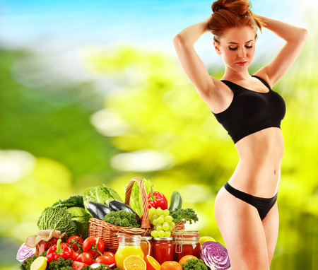 alimentacion equilibrada: Dieta. Dieta equilibrada basada en vegetales org�nicos crudos Foto de archivo