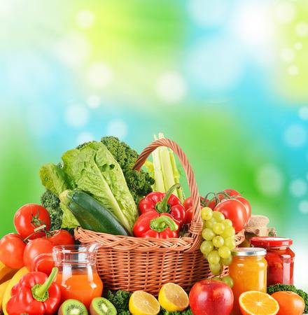 alimentacion balanceada: Dieta equilibrada basada en vegetales org�nicos crudos Foto de archivo