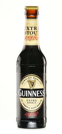 cerveza negra: Dry stout irlandesa, se originó en la fábrica de cerveza de Arthur Guinness, Dublín Una de las marcas de cerveza de mayor éxito en el mundo, disponible en más de 100 países