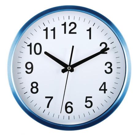 벽 시계 흰색 배경에 고립입니다. 텐 지난 10