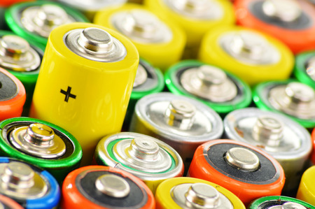 Komposition mit Alkaline-Batterien. Chemische Abfälle