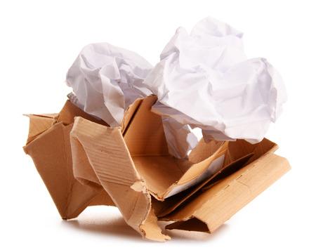 reciclaje papel: El reciclaje de papel aislado en el fondo blanco