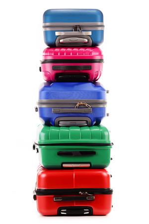 maleta: Pila de maletas de plástico aisladas sobre fondo blanco Foto de archivo