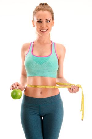 cintura: Mujer joven que se mide