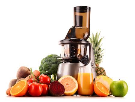 有機果実と野菜の白で隔離低速ジューサー 写真素材