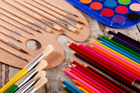 teaching crayons: Composition with school accessories for painting and drawing.